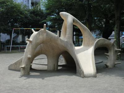 タコに続いてイカまでも・・・恵比寿南一公園