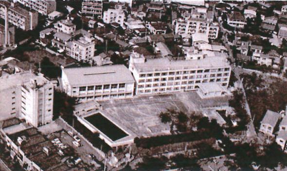 長谷戸小学校校舎。戦争で被害も受けました