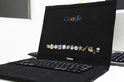 GEEK!パソコンの基板を刺繍で作ったエキシビジョン