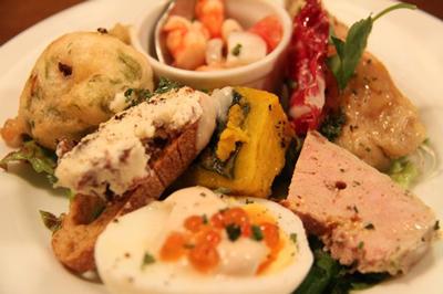 最近ビール坂で人気の旨い魚と鶏の店「toliuo」