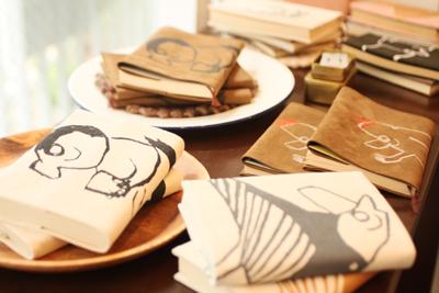 恵比寿のartspace isaraで行われている読書の秋!ブックカバー展