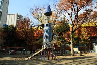 恵比寿公園の半分が恵比寿認定こども園になるそうです。