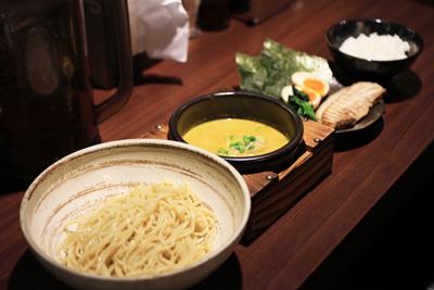 一度食べるとハマる人続出のカレーつけ麺専門店「しゅういち」