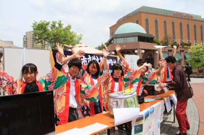 ガーデンプレイスにて宮城県石巻市牡鹿中学の皆さんによる鯨缶チャリティー販売
