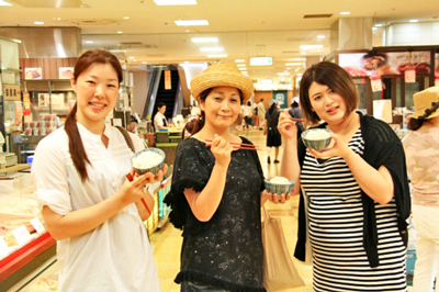 【前編】恵比寿三越地下食品売り場を白飯片手に女子3人がお総菜を食べつくす!