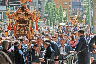 氷川神社例大祭2014宮本氏子会に密着取材してきたよ!まずは恵比寿駅前(前編)
