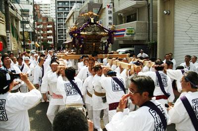 渋谷氷川神社伝説の宮神輿、戦後初の歴史的渡御