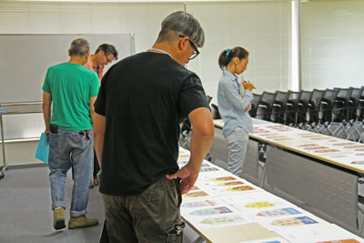 恵比寿の町に掲げられるエビスフラッグデザインプロジェクト審査会の模様