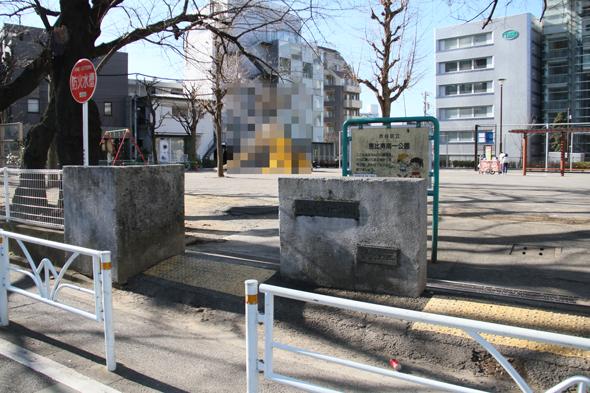 恵比寿南一公園、通称「イカ公園」のイカがターミネーター状態でI'll be back