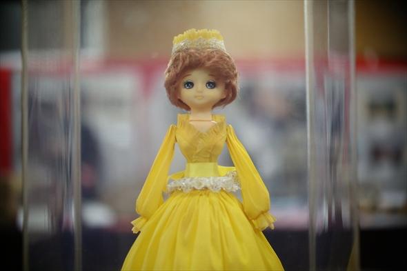 懐かしい雰囲気とオーラーを醸し出すフランス人形