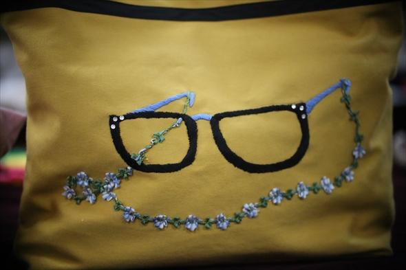 眼鏡をあしらったかわいいバック