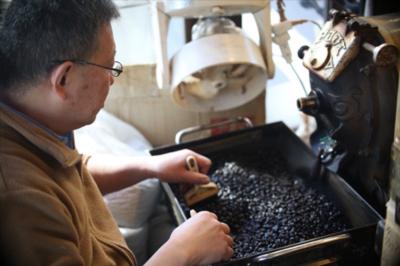 36年間毎日毎日朝夕とコーヒーを焼き続ける自家焙煎のお店「ヴェルデ」