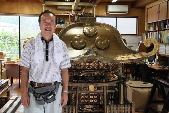 当時修理を行っていた鎌倉の工房にて。豊神会の内藤さんと。