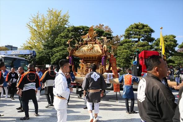 深川・富岡八幡宮の黄金の大神輿