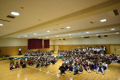 恵比寿の加計塚小学校が記念折り鶴でギネス記録達成!